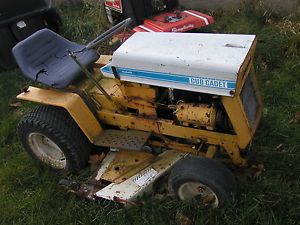 """Cub Cadet 125 Hydrostat Riding Lawn Tractor with 48"""" Mower Deck Hitch"""