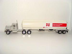 Ertl 1 64 Cenex CHS Trucks of The World Mack R600 Semi Tractor Trailer Tanker