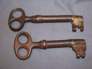2 Large Heavy Antique Cast Iron Skeleton Gate Dungeon Jail Door Keys