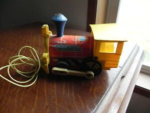 Vintage Fisher Price Plastic Pull Toy 1964 No 643 TOOT TOOT Train Engine