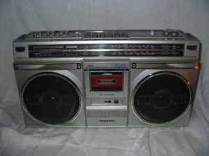 Vintage Sanyo Ghettoblaster Boombox Radio M9935K