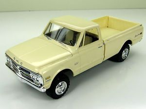 1972 Chevrolet GMC Pickup Truck 1 25 Built Parts