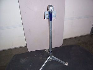 Truck camper Jack with Tripod Handle Used 1000 lb Rieco Titan Cabover Popup