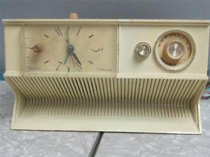 Vintage 1960s  Silvertone Transistor Clock Radio