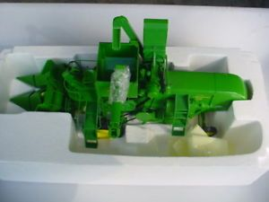 Prestige Collection 15195 John Deere 45 Combine Toy