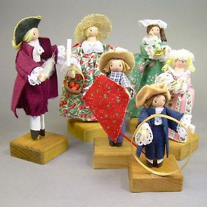 Set Lot of 6 1990 Donna Helfen Handmade Peg Clothespin Dolls Colonial Costume