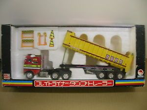 Shinsei Freightliner Dump Trailer Red Yellow WOW Check Out Writing