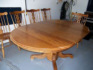 Round Oak Dining Table and 6 Chairs
