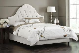 High Arc Tufted Bed w Foam Padding in White 860BEDVWHT