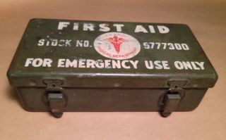 Vintage WWII US Army First Aid Kit w Contents 9777300 Vehicle Medical Metal Box