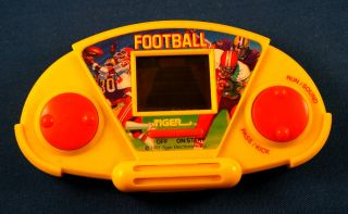 1991 Football Tiger Electronic Handheld Video LCD Game Arcade Pocket Vintage Toy