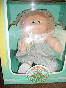 1987 Cabbage Patch Kids Doll New in Box Lgt Brn Hair Green Eyes Renata Judith