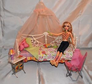 My Scene Barbie on Canopy Day Bed with Nitetable and Chair