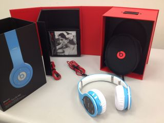 Limited Edition Ellen Show Beats Wireless Headphones Light Blue 848447001125