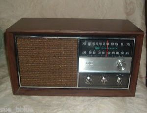 1960s Vintage Am FM Radio RCA Victor Solid State RGC29W Table Top Walnut Case