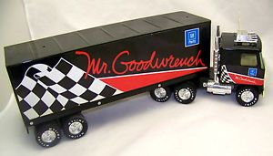 GMC Nylint GM Parts Mr Goodwrench Semi Truck 18 Wheeler Model