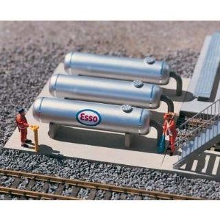 PIKO G SCALE MODEL TRAIN BUILDINGS   REFINERY STORAGE TANKS   62048 Toys & Games